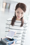 Woman pay by smart phone Royalty Free Stock Photos