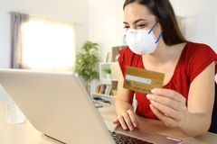 Free Woman Paying With Card On Laptop In Covid-19 Confinement Royalty Free Stock Image - 181533216