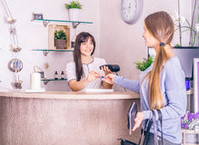 Woman pays with credit card in a shop Royalty Free Stock Images