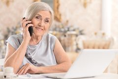 woman with  phone  using laptop Royalty Free Stock Images