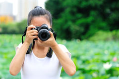 Woman photo grapher taking photo Royalty Free Stock Images