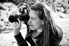 Woman photographer. In BW tone Royalty Free Stock Photos