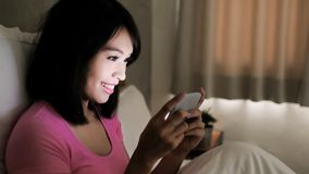 Woman play mobile game Royalty Free Stock Images