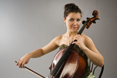 Woman playing cello Royalty Free Stock Photos