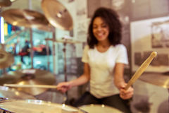 Woman playing drums Royalty Free Stock Photos