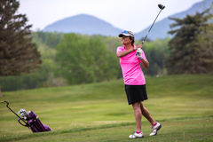 Woman playing golf. Royalty Free Stock Photos