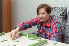 Woman while playing mahjong Royalty Free Stock Photography