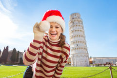 Woman playing with Santa hat in front of Leaning Tour of Pisa Royalty Free Stock Photography