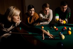 Woman playing snooker Royalty Free Stock Images
