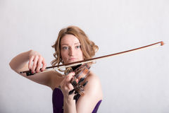 Woman playing the violin Royalty Free Stock Image