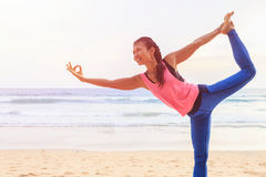 Woman playing Yoga and exercise on the tropical beach in Thailan Royalty Free Stock Photos
