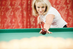 Woman plays billiards Royalty Free Stock Photography