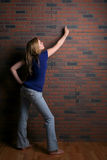 Woman pointing to copy space on wall Royalty Free Stock Photos