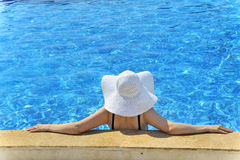 Woman in a pool relaxing Royalty Free Stock Photos