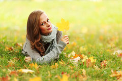 Woman portret in autumn leaf Royalty Free Stock Photos