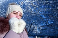Woman posing in winter park Royalty Free Stock Photography