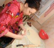 The woman prepares a pie Royalty Free Stock Photos