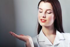 Woman presenting Royalty Free Stock Photography