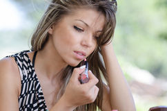 Woman with pretty face do her makeup outside Royalty Free Stock Photos