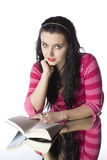 Woman reading. A beautiful young woman reading a paperback book Royalty Free Stock Photos