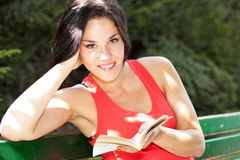 Woman reading Royalty Free Stock Image