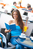 Woman reading book in coffee shop Stock Photography