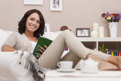 Woman reading book at home Royalty Free Stock Photography