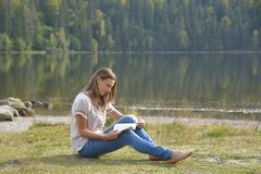 Woman reading a book outdoor Royalty Free Stock Image