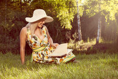 Woman reading book in outdoor Royalty Free Stock Photos