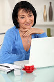 Woman reading an e-mail Stock Images