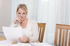 Woman reading a letter Royalty Free Stock Images