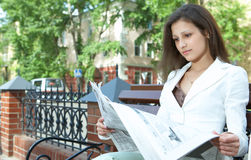 Woman reading the newspaper Royalty Free Stock Photos