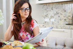 Woman reading a newspaper Royalty Free Stock Images