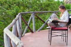 Woman reading outdoors Royalty Free Stock Photos