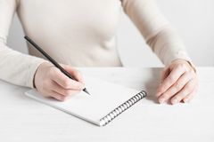 Woman is ready to make notes Royalty Free Stock Photography