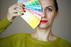 Woman with a red lips looking to a color  palette Royalty Free Stock Photos