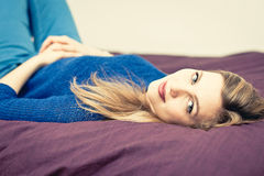 Woman relaxing on the bed at home Royalty Free Stock Photos