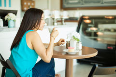 Woman relaxing in a coffee shop Royalty Free Stock Photography