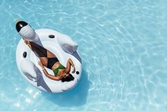 Free Woman Relaxing On Inflatable Swan Floating In Pool Royalty Free Stock Photos - 113555438