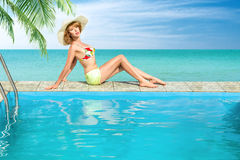 Woman relaxing in swimming pool Royalty Free Stock Photos