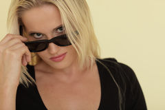 Woman removing her sunglasses Royalty Free Stock Photos