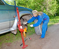 The woman repairs the car Royalty Free Stock Photography