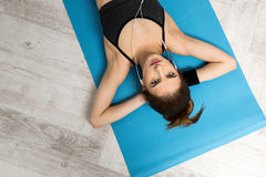 Woman resting on the yoga mat at gym Stock Photography