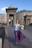 Woman  runs with Bouquet Royalty Free Stock Photography