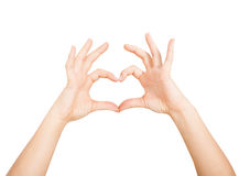 Woman& x27; s手显示在白色背景的心脏形状 免版税库存图片