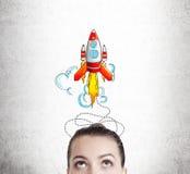 Woman& x27; s头和大火箭剪影 库存例证