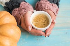Hands holding cup coffee Royalty Free Stock Photos
