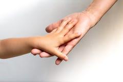 Woman& x27; s ręka trzyma child& x27; s ręka Obraz Royalty Free