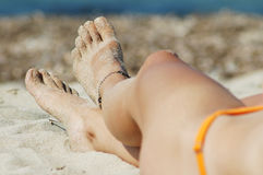 Woman's sexy legs on the beach Royalty Free Stock Photography