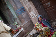 Woman in sari selling vegetables on the street in Royalty Free Stock Images